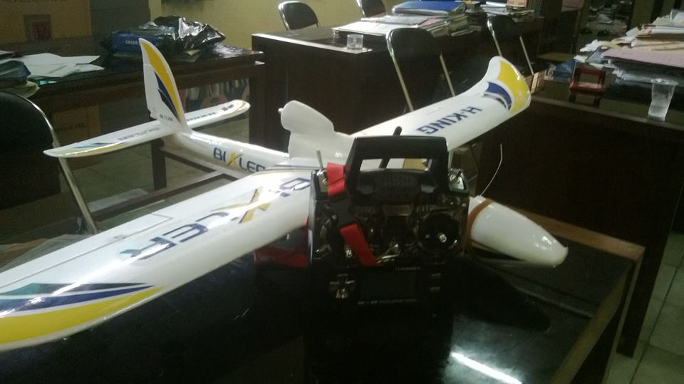 Bixler 1.1 and TGY 9XR, my first fixed wing plane and transmitter