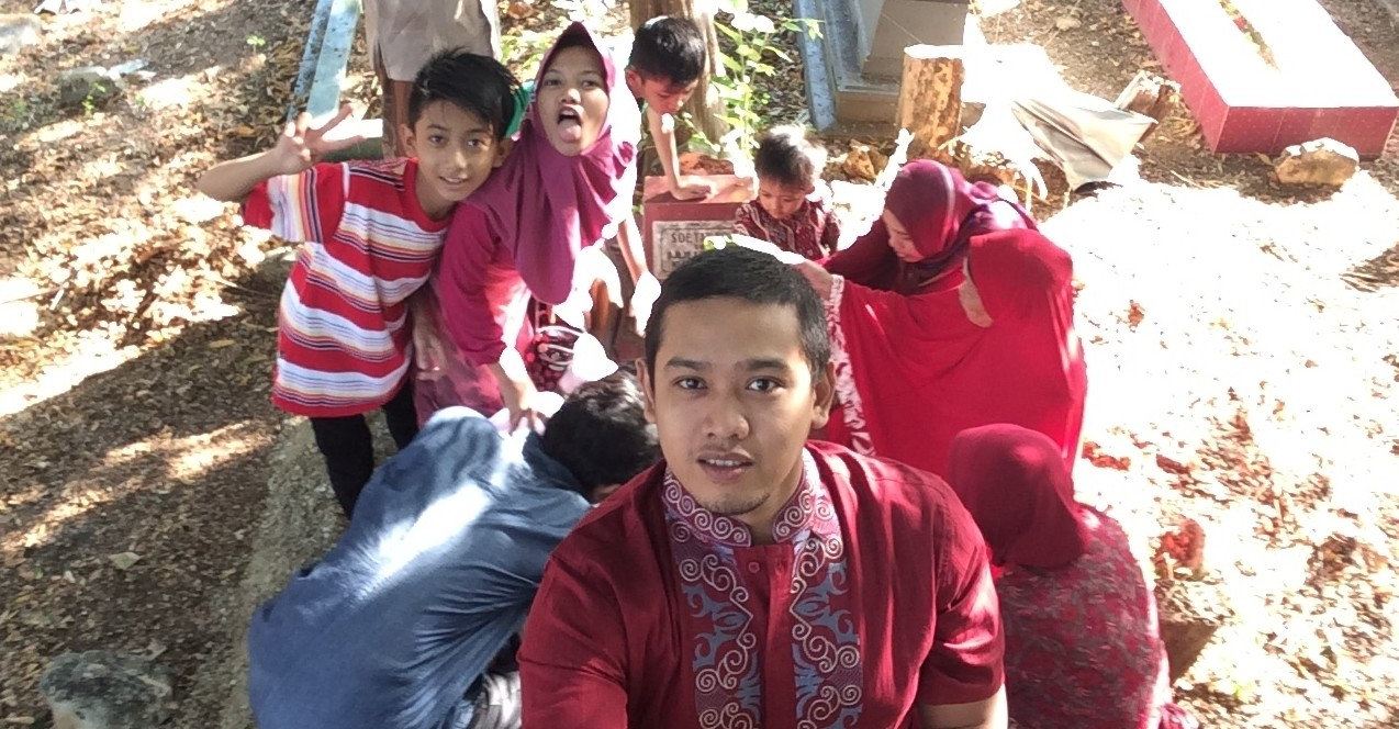 Wefie at graveyard